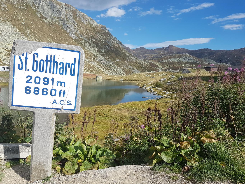Pass-Schild am Gotthard
