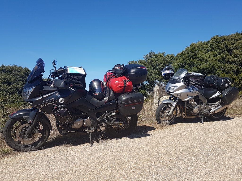 Motorräder am Picknickplatz