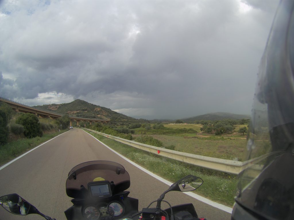 Regenwolke genau über Arbatax