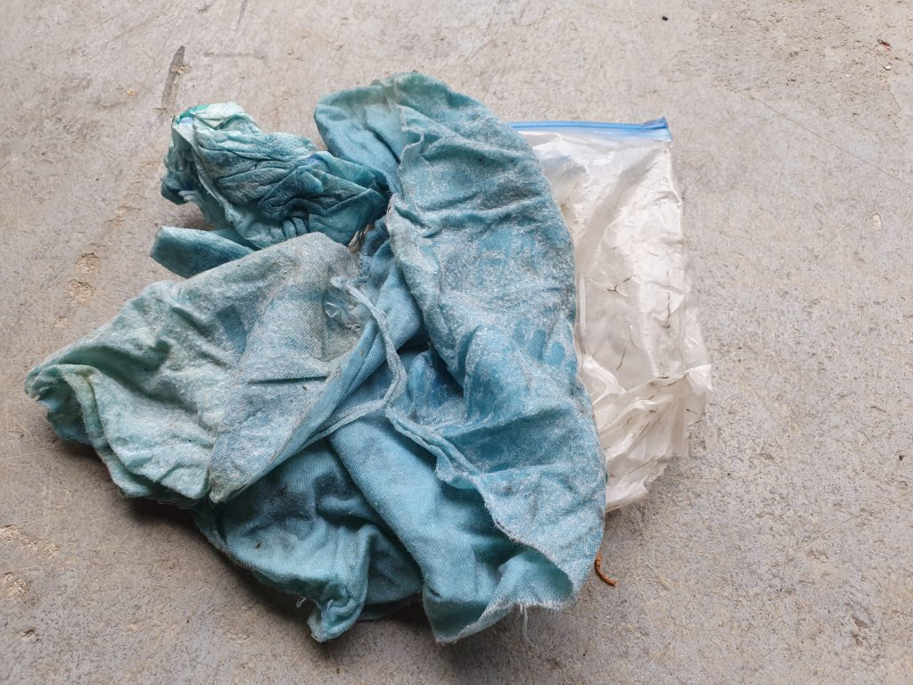 Blau eingeölte Tücher