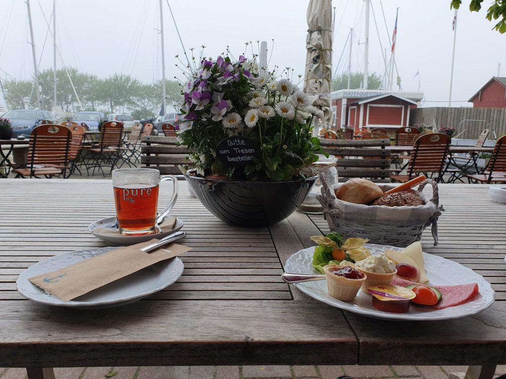 Frühstück in Orth