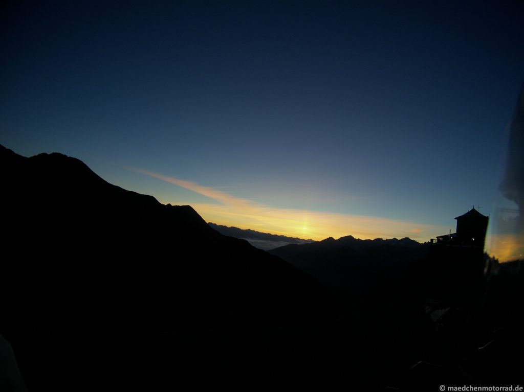 Stilfser Joch kurz vor Sonnenaufgang