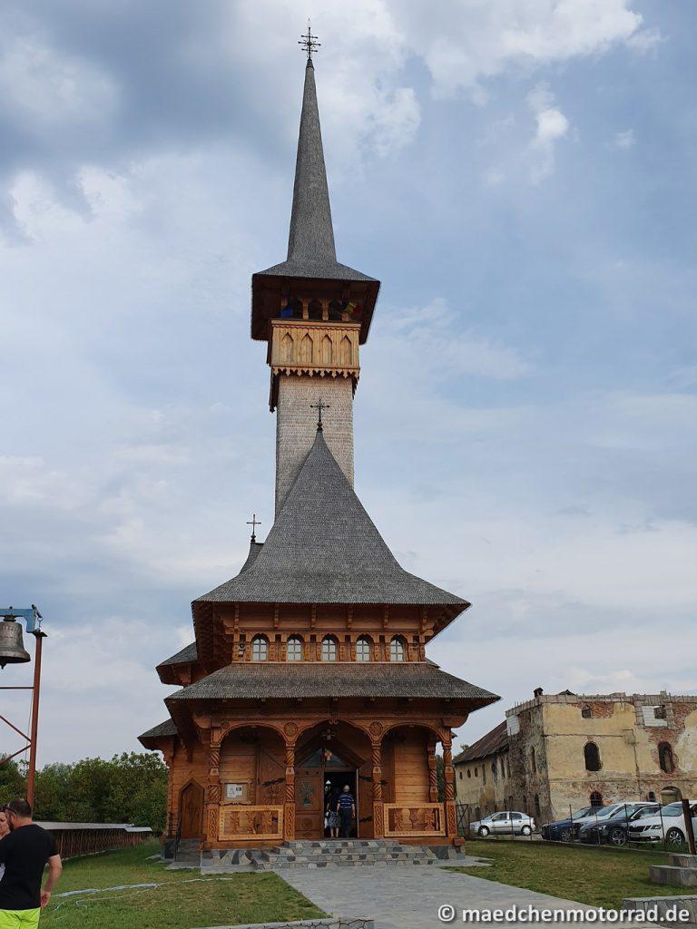 Aber auch diese beeindruckende Kirche steht in Sapanta