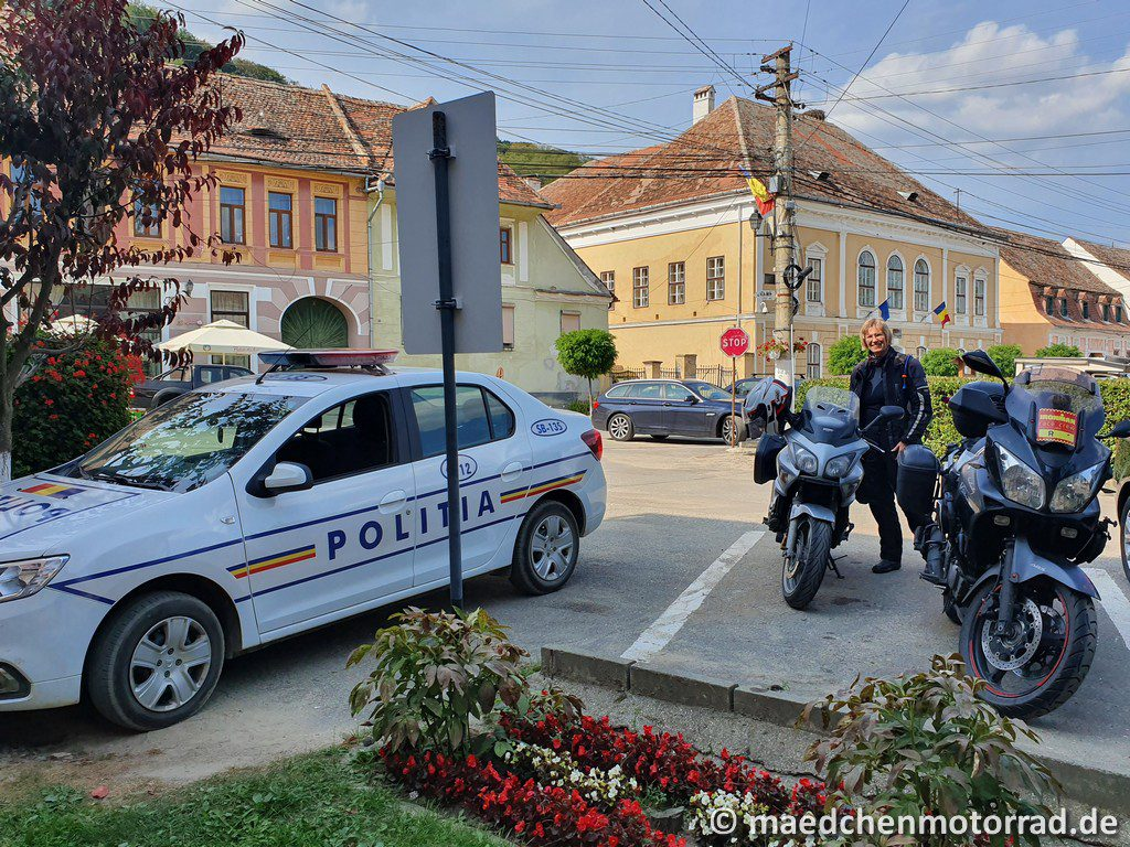 Hier wird sicher nichts geklaut, die beiden Polizisten wollten nur nicht mit aufs Bild