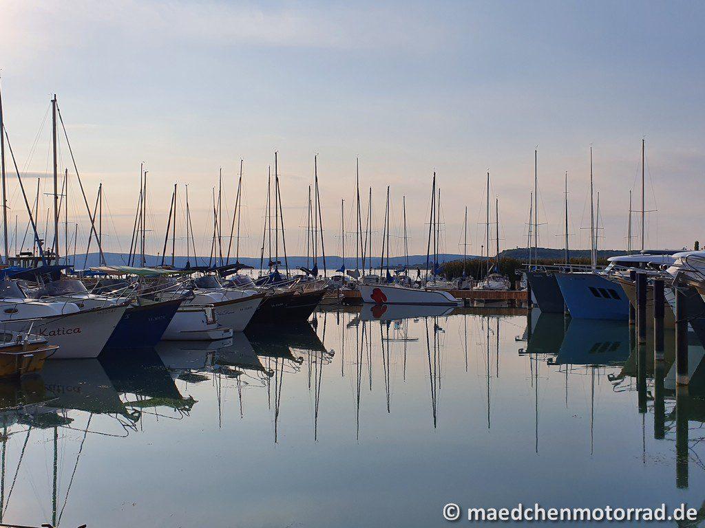 Der Yachthafen im Abendlicht