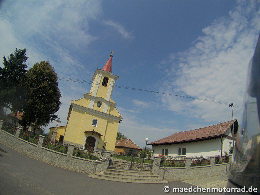 Kirche - diesmal blassgelb