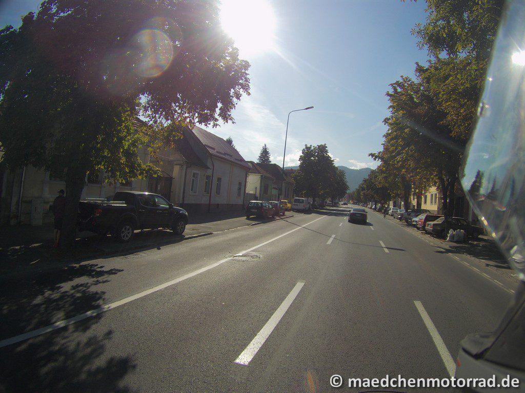 Dreispurige Einbahnstraße nach Brasov