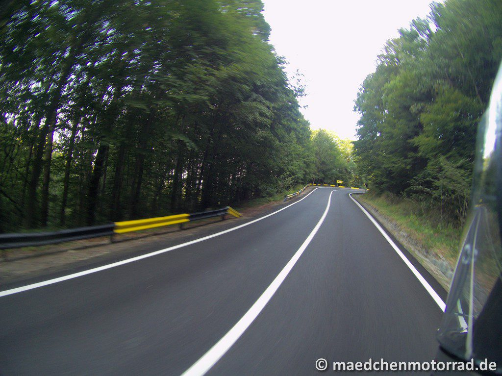Menschenleere und autofreie Straße