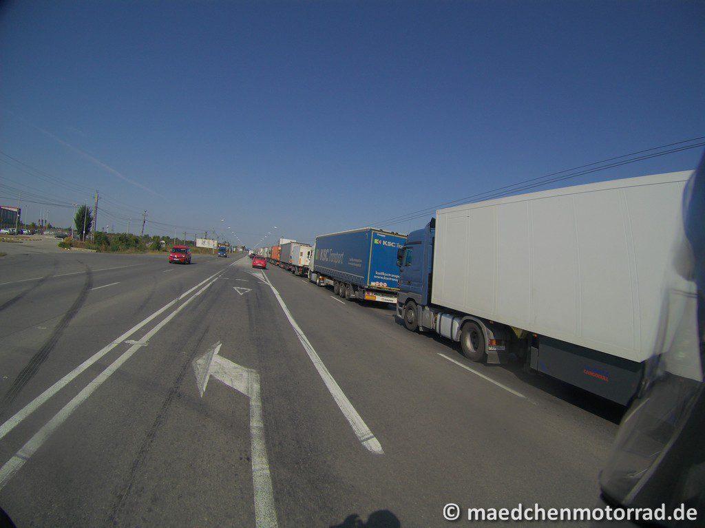 LKW-Schlange an der Grenze zu Ungarn
