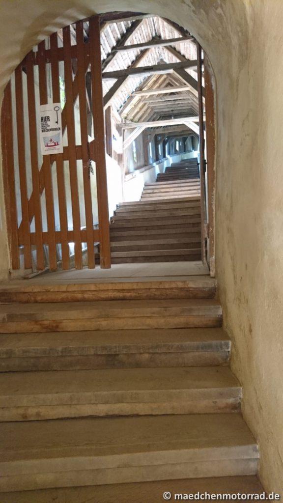 Steile Treppe hinauf