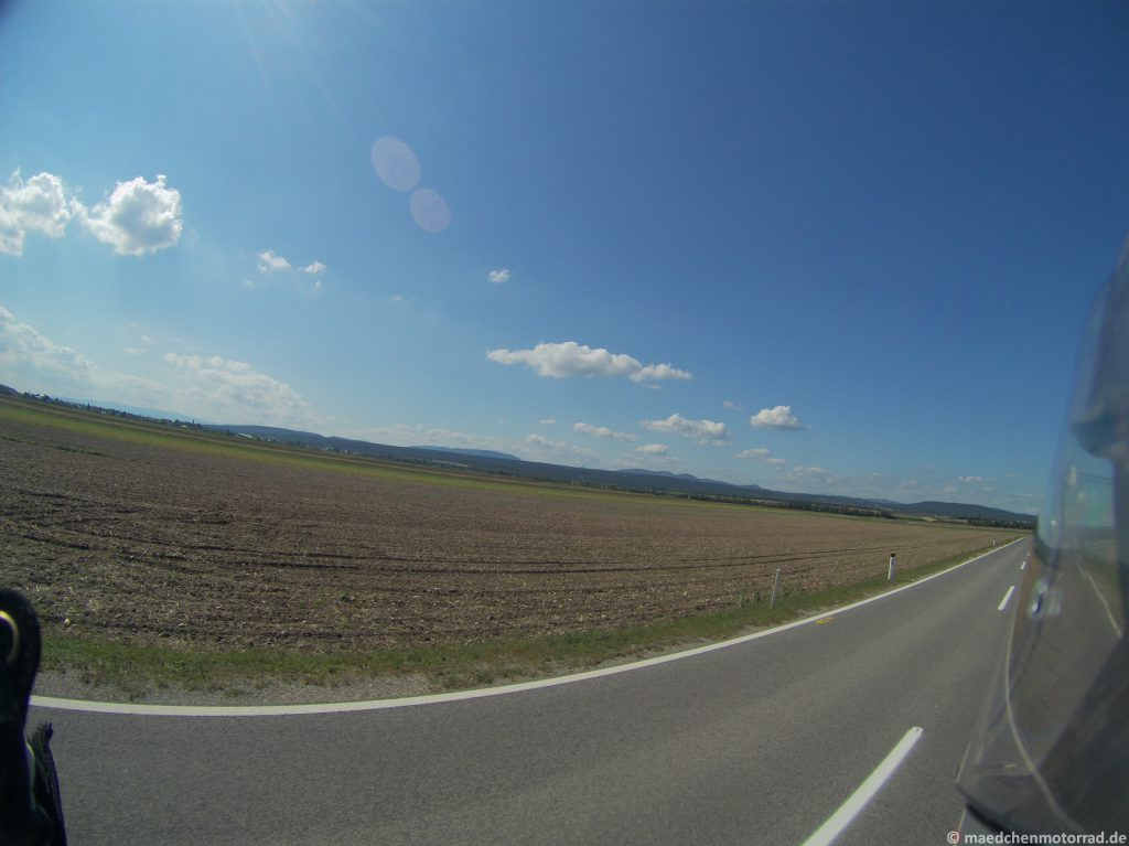 Die ersten Hügel am Horizont - da wollen wir hin!