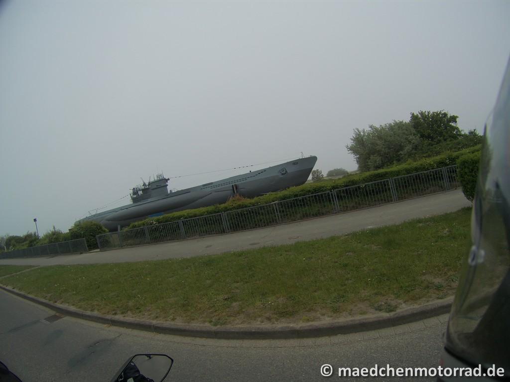 U-Boot am Straßenrand
