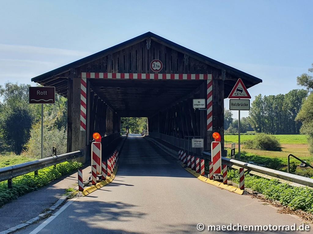 Holzbrücke über den Rott