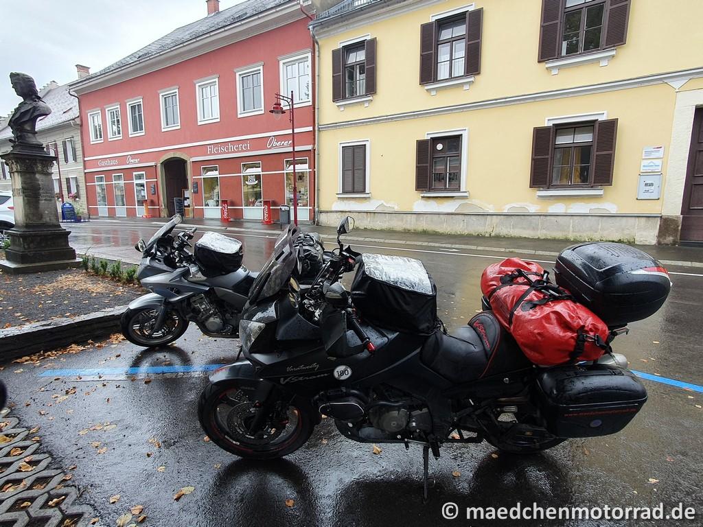 Parkplatz für die zwei besten Motorräder der Welt