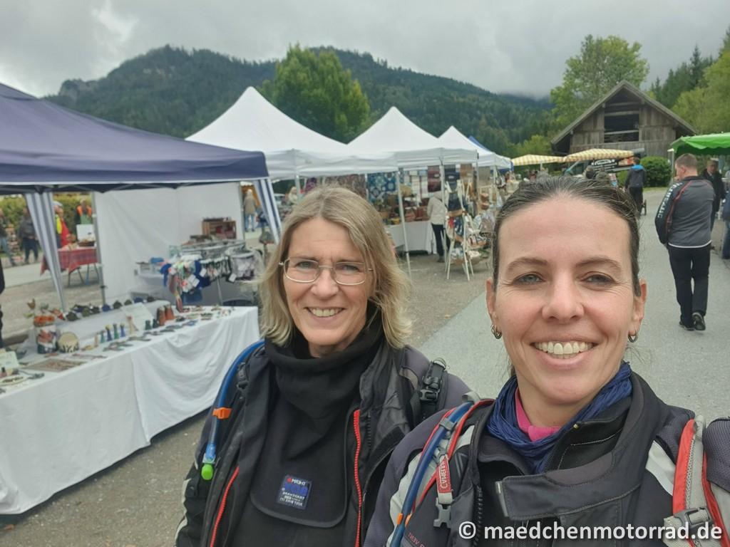 Auf dem Wochenmarkt in Weißensee