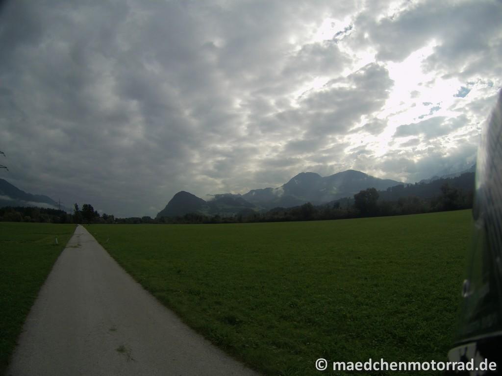Fahrradweg oder Straße - das ist hier die Frage
