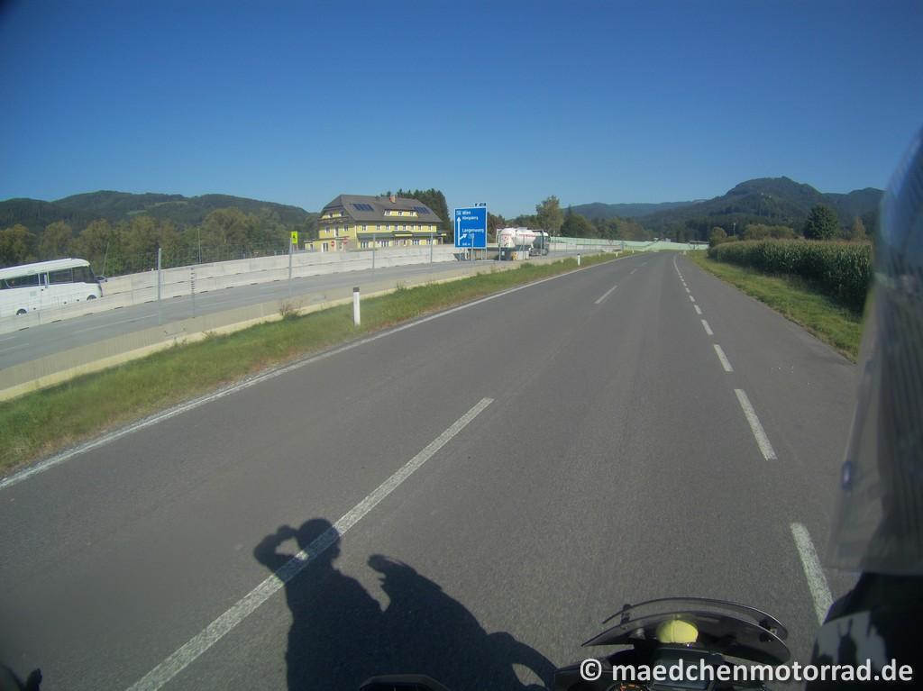 Parallel zur Autobahn