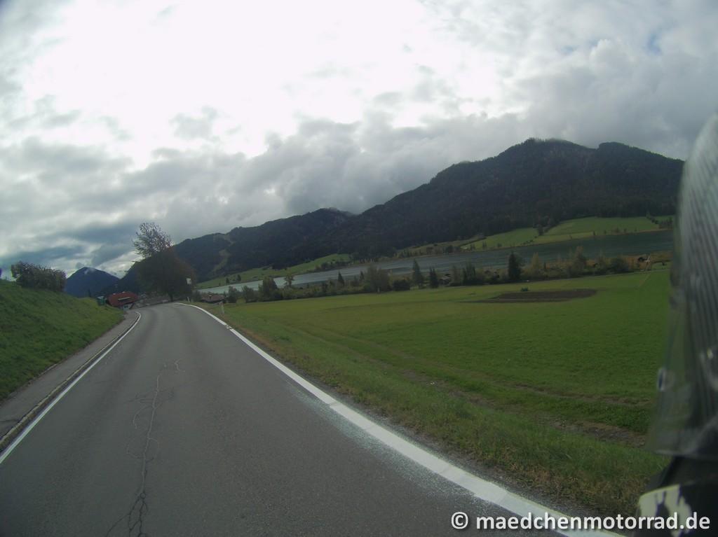 Der Weißensee von der Straße aus