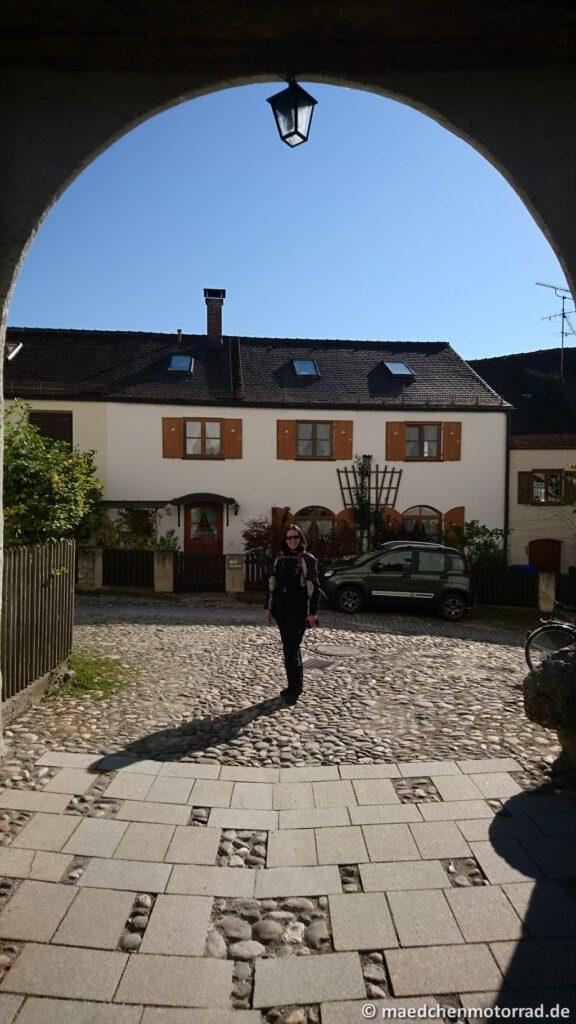 Torbogen vor der Burg