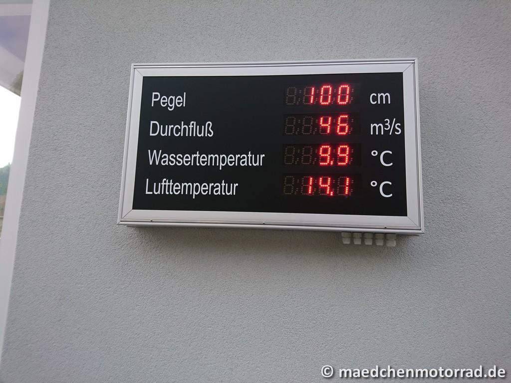 Aktueller Pegelstand und eisige Wassertemperatur